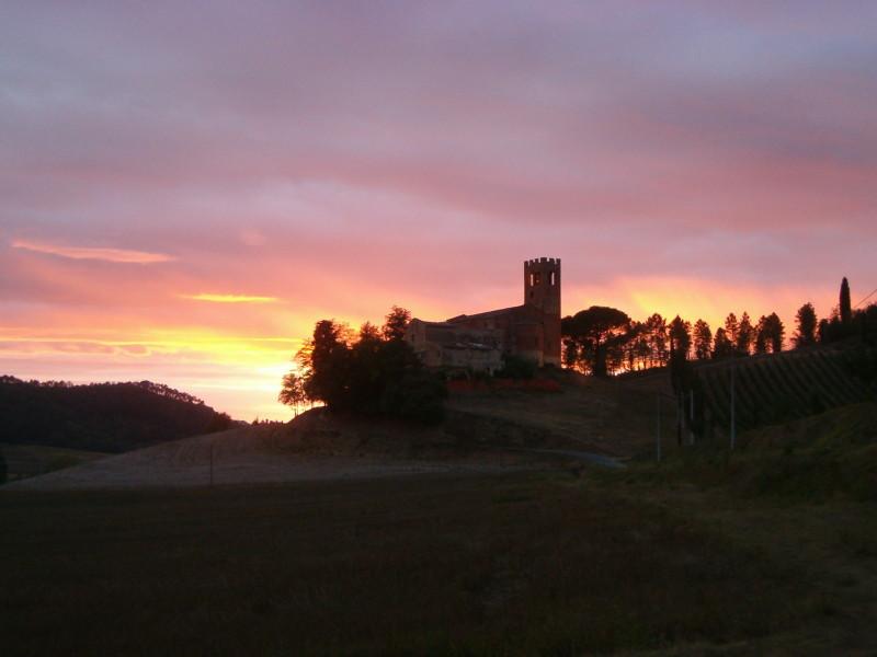 La pieve con tramonto
